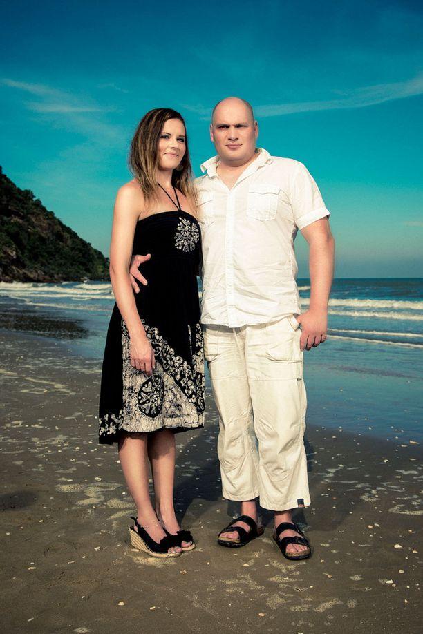 Satun ja Mikan suhde kesti kokemuksen viettelysten saarella.