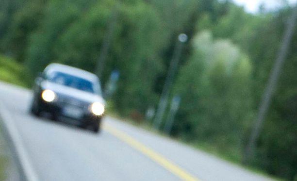 Kuvituskuva. Miestä ja naista epäillään törkeästä liikenneturvallisuuden vaarantamisesta.