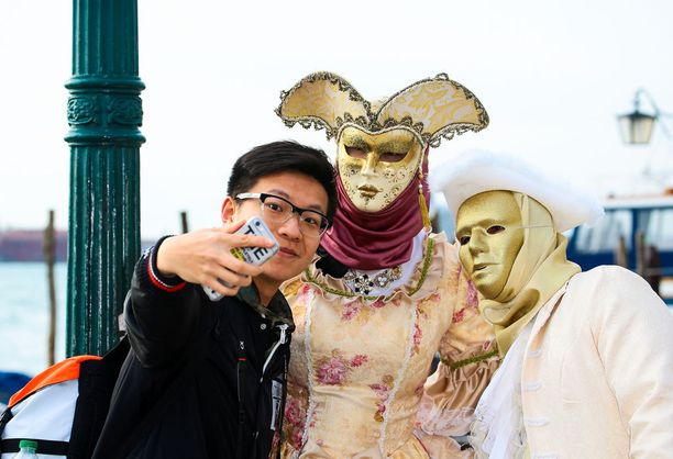 Venetsiassa käy karnevaaliaikaan jopa kolme miljoonaa turistia.
