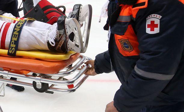 Jääkiekkoilun päävammoista on kerätty viime aikoina yhä enemmän tutkimustietoa. Kuvituskuva.