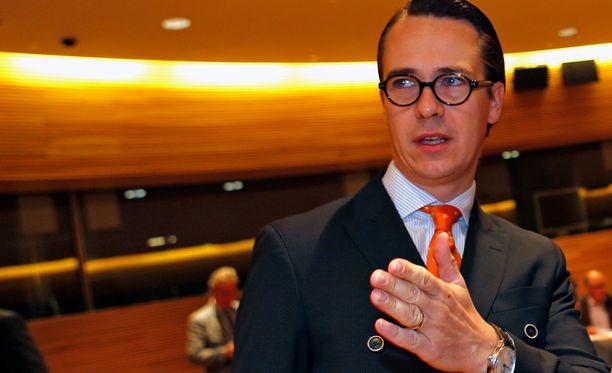 Carl Haglundin mukaan RKP on turhautunut suurten hallituspuolueiden sähläämiseen.