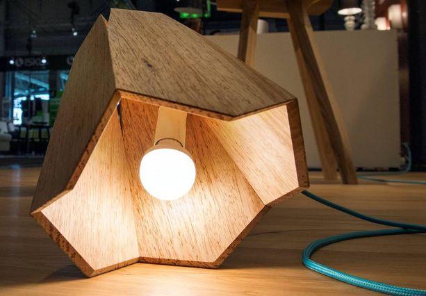 Elmet Treierin suunnitteleman valaisimen voi laskea vaikkapa maahan.