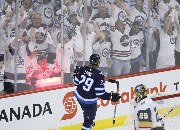 Tässä vaiheessa kaikki näytti vielä hyvältä. Patrik Laine teki maalin konferenssifinaalien ensimmäisessä ottelussa ja Winnipeg voitti.