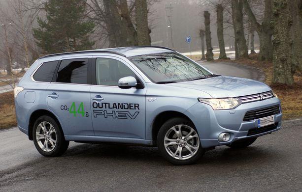 Mitsubishi Outlander PHEV on suosittu lataushybridi.