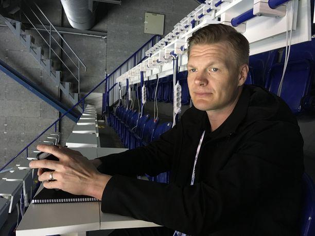Urallaan kaksi Suomen mestaruutta voittanut ex-puolustaja Mikko Jokela on seurannut otteluita Kosicessa.