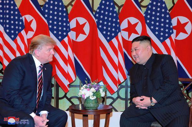 Trump ja Kim tapasivat Vietnamin pääkaupungissa Hanoissa 27. helmikuuta. Tapaamisesta ei jäänyt paljoa muuta jäljelle kuin valokuvat.