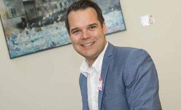 Mikael Konttisella on nykyään päivätyö Finnairin lentäjänä.