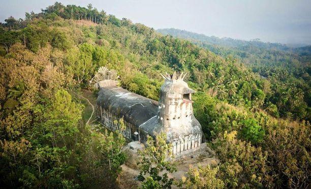 Kyyhkysen näköiseksi tarkoitettu rukoushuone sai kansan suussa nimen kanakirkko.