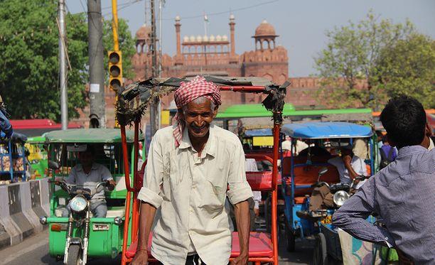 Matkaileva pari sai kokea monimutkaisen huiputuksen Intian Delhissä