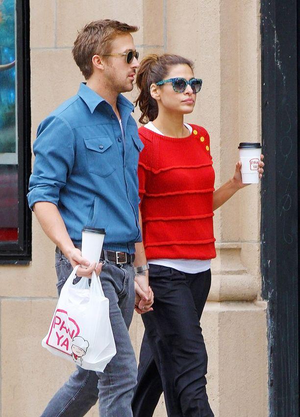 Pari on tarkka yksityiselämästään. He esiintyvät yhdessä kuvissa vain ani harvoin.