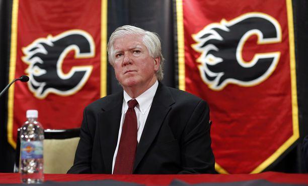 Brian Burke kaipaa enemmän taklauksia ja tappeluja NHL:ään.