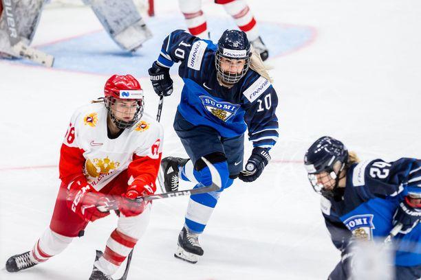 Linda Välimäki saavutti Naisleijonissa MM-hopeaa sekä kaksi olympia- ja kaksi MM-pronssia.