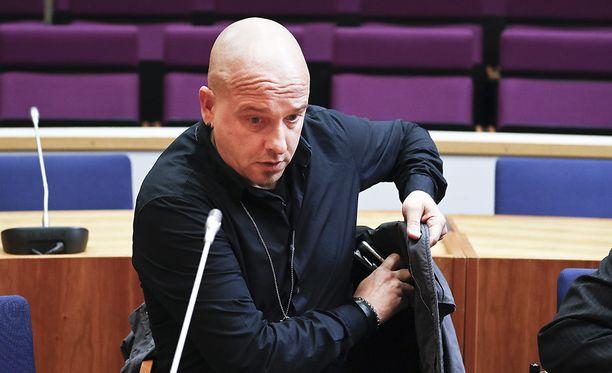 Vuonna 2011 Hintsanen kärysi ratista peräti kahdesti. Pirkanmaan käräjäoikeus tuomitsi hänet 75 päivän ehdolliseen vankeuteen, lisäksi hän joutui maksamaan 1785 euroa sakkoja.