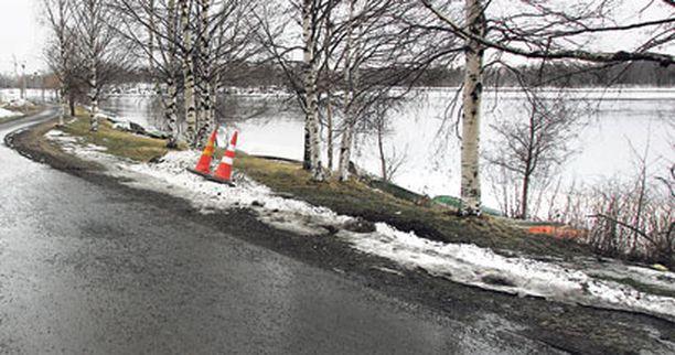 Naisen rollaattori löytyi noin sadan metrin päästä Hartaanselän rannalta Oulujoen suistosta.