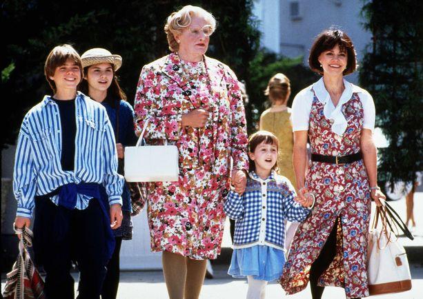 Matthew Lawrence, Lisa Jakub, Robin Williams, Mara Wilson ja Sally Field elokuvassa Mrs. Doubtfire – Isä sisäkkönä.