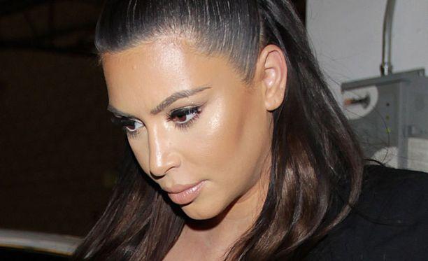 Kim Kardashian synnytti tyttölapsen lauantaina.