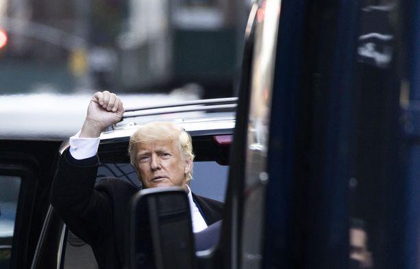Donald Trump vilkutti kannattajilleen maaliskuussa vieraillessaan New Yorkissa.