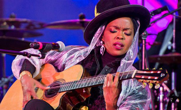 Illan aikana kuultiin liuta Ms. Lauryn Hillin upeita kappaleita, jotka pistivät vipinää kinttuihin.