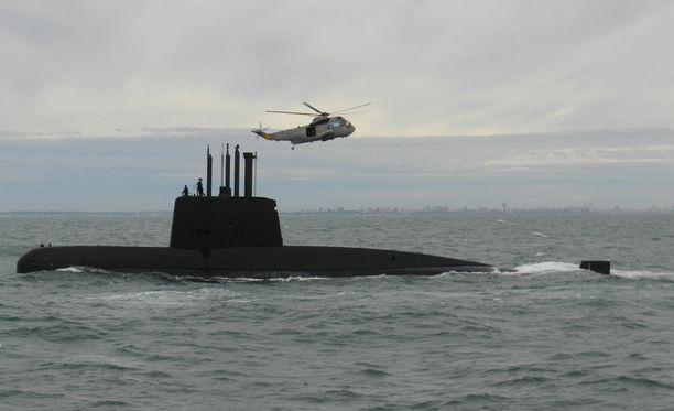 Argentiinan laivasto etsii kadoksissa olevaa sukellusvenettä muun muassa lentokaluston avulla.
