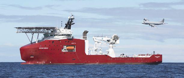 Ocean Shield -alus etsi MH370-konetta Intian valtamerestä keväällä. Nyt alueelle lähtee kolme etsintäalusta uudella tekniikalla varustettuna.