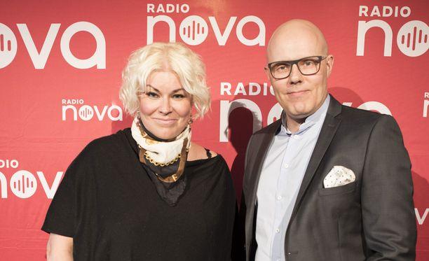 Radio Novan Minna Kuukka ja Aki Linnanahde herkistyivät kiusatun koulupojan yhteydenotosta.