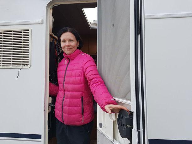Tanja Kurikka muutti matkailuautoon.