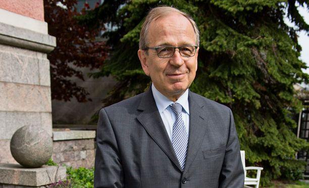 Suomen Pankin pääjohtaja Erkki Liikanen ehdotti Ylen Ykkösaamussa nykyistä laajempaa oppisopimusjärjestelmää Suomeen.