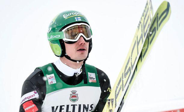 Hannu Mannisen hyppy kantoi vain 83 metriä.