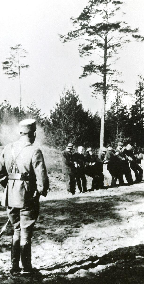 Punaiset vietiin Suomenlinnasta Santahaminaan teloitettaviksi.