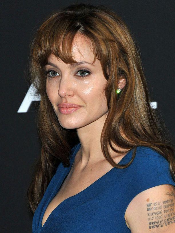 Angelina Jolien esikoiselokuva on ajatutunut ongelmiin.