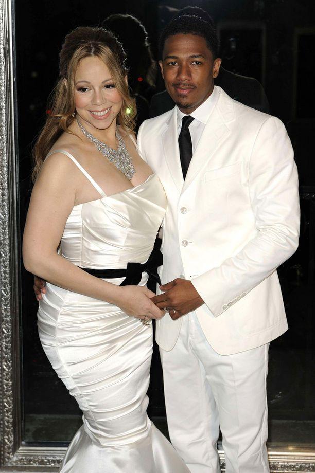 Carey ja silloinen aviomies Nick Cannon juhlivat hääpäiväänsä valkoisiin pukeutuneina.