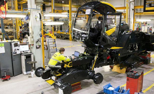 Vahva euro ja Ruotsin kruunun heikkeneminen hankaloittavat Suomen vientiä. Arkistokuva metsäkoneita valmistavan Ponssen tiloista.