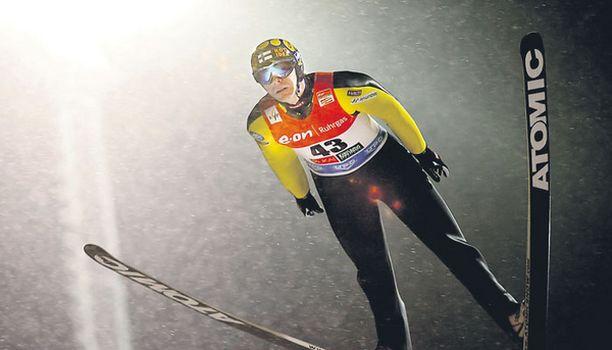 VALOPILKKU Janne Ahosen odotetaan tuovan menestystä mäkimaajoukkueen taivallukseen.