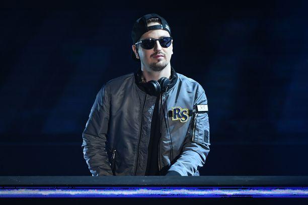 Saksalainen elektronisen musiikin tuottaja ja DJ Robin Schulz halusi suomalaisen Erika Sirolan laulamaan kappaleelleen.