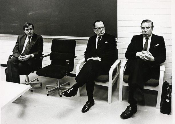 Kuvassa vuodelta 1981 keskustan voimahahmot Paavo Väyrynen, Ahti Karjalainen ja Johannes Virolainen.