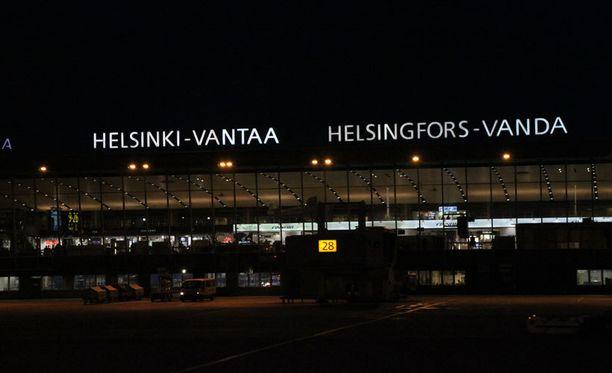 Väärennetyllä passilla matkustanut nainen jäi kiinni Helsinki-Vantaan lentokentällä viime viikolla.