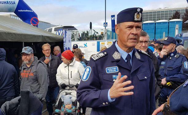 Poliisiylijohtaja Seppo Kolehmainen avasi poliisin päivä -tapahtuman Oulussa.