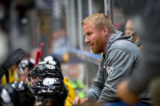 Kahden vuosikymmenen pelaajauran pääsarjatasolla tehnyt Tommi Miettinen, 43, valmentaa nyt SM-liigassa kasvattajaseuraansa KalPaa.