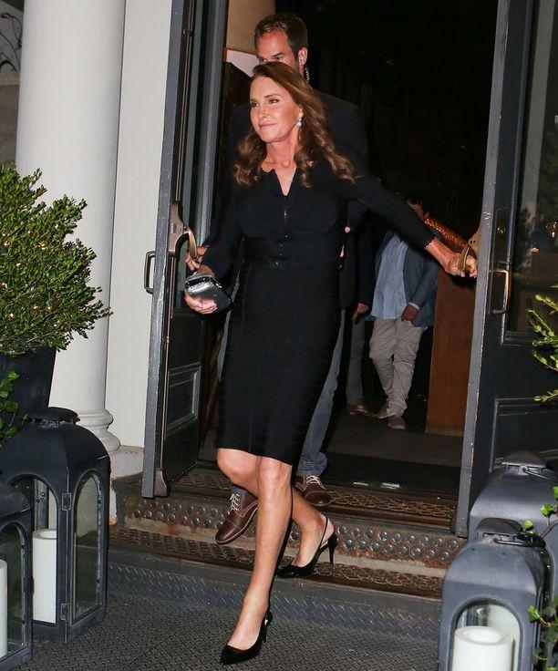Caitlyn Jenner paparazzattiin maanantaina poistumassa newyorkilaisesta ravintolasta.