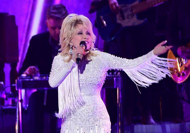 Dolly Parton ei ole pysynyt toimettomana koronaviruspandemian aikana.