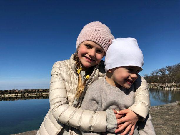 Prinsessa Estelle ja prinssi Oscar odottanevat jo joulupukkia.