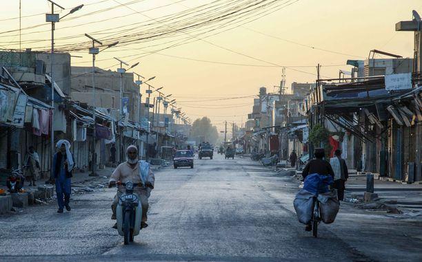 Tyhjä torialue Kandaharissa elokuun 10. päivä. Tuolloin Afganistanissa käytiin laajoja taisteluja eri puolilla maata.