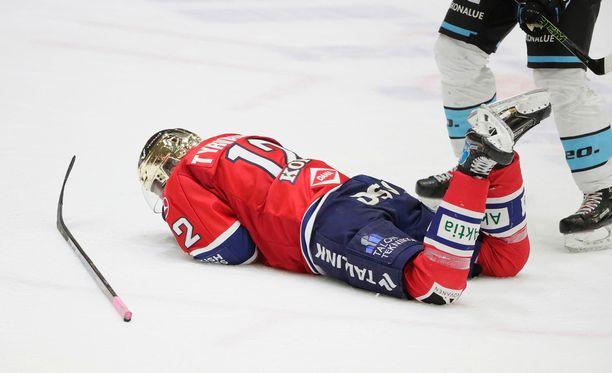 Juhani Tyrväinen otti osumaa Pelicans-ottelussa.