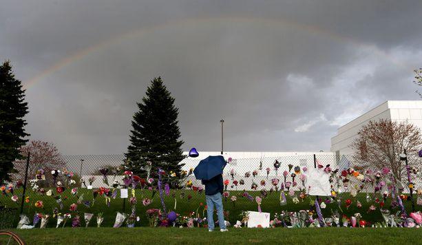 Kuin tilauksesta Princen studion yläpuolelle ilmestyi sateenkari vain tunteja häenn kuolemansa jälkeen.