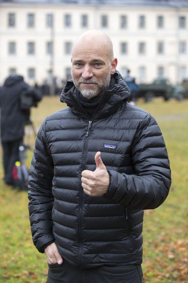 Aku Louhimiehellä on Tuntemattomassa peräti kolme työroolia. Ohjauksen lisäksi hän on ollut tuottajana sekä käsikirjoittajana. Subtitle European Film festivaaleilla hänet palkittiin parhaan tuottajan palkinnolla.