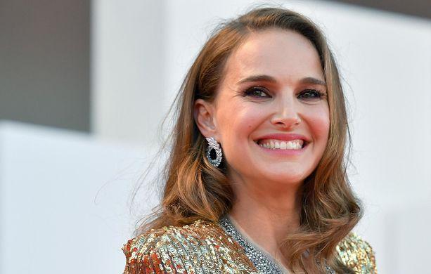 Natalie Portman kumoaa raskaushuhut.