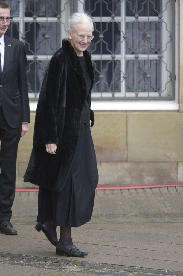 Kuningatar Margareeta ei ilmaise suruaan perinteisellä tavalla.