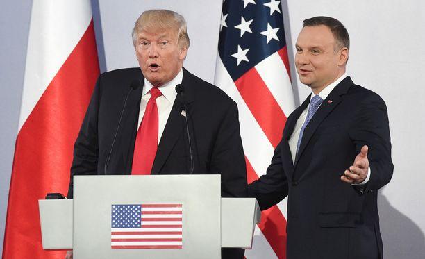 Presidentti Trump on parhaillaan vierailulla Puolassa. Hän vitsaili lehdistönvapaudesta Puolan presidentin Andrzej Dudan kanssa.