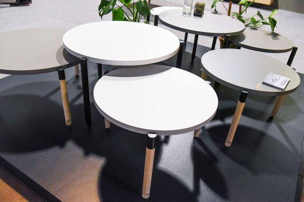 Näiden pöytien juju on niiden jaloissa, jotka ovat sirot kuin balettitanssijan jalkaterät. Lahtelaisen Muoto2:n mallistossa on kaksi erikorkuista pöytää, joita voi käyttää yhdessä tai erikseen. Baletti-sohvapöytä, Muoto2, hinnat 397 euroa ja 497 euroa, Vepsäläinen