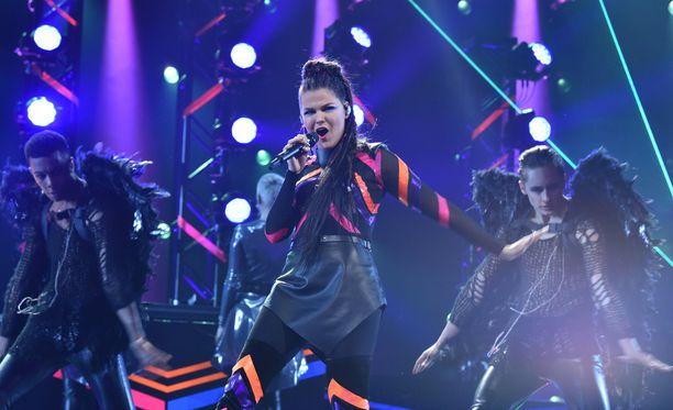 Saara Aalto esittää Monsters-kappaleen toukokuussa Euroviisuissa Portugalissa.
